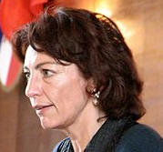 La ministre des Affaires sociales Marisol Touraine a esquivé mardi la question de savoir s'il fallait repousser encore l'âge légal de départ à la retraite, au vu des déficits qui se creusent, faisant valoir la vigueur du taux de fécondité en France.
